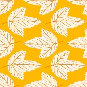 Patrón transparente brillante con adorno de hoja de arce ligero dibujado a mano. fondo amarillo.