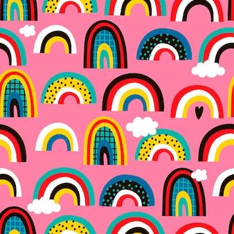 Patrón transparente creativo con arco iris dibujados a mano.