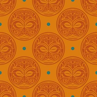 Patrón transparente naranja con máscaras de las tribus polinesias.