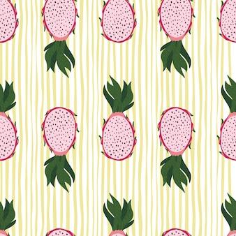 Patrón transparente de siluetas de fruta de dragón rosa. fondo rayado amarillo.