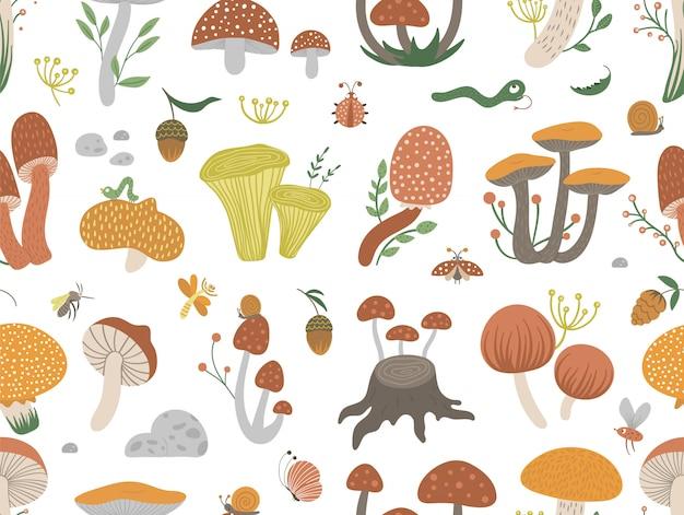 Patrón transparente de vector de setas divertidas planas con bayas, hojas e insectos. espacio de repetición de otoño. linda textura de hongos con bellotas y conos