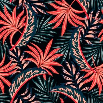 Patrón tropical transparente botánico con plantas brillantes y hojas sobre un fondo oscuro