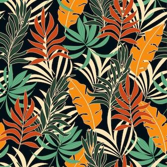Patrón tropical transparente de verano con plantas y hojas de color rojo y amarillo brillante