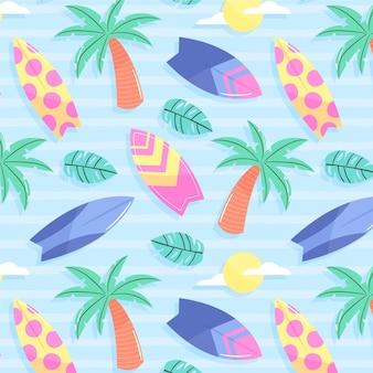 Patrón de verano con palmeras y tablas de surf