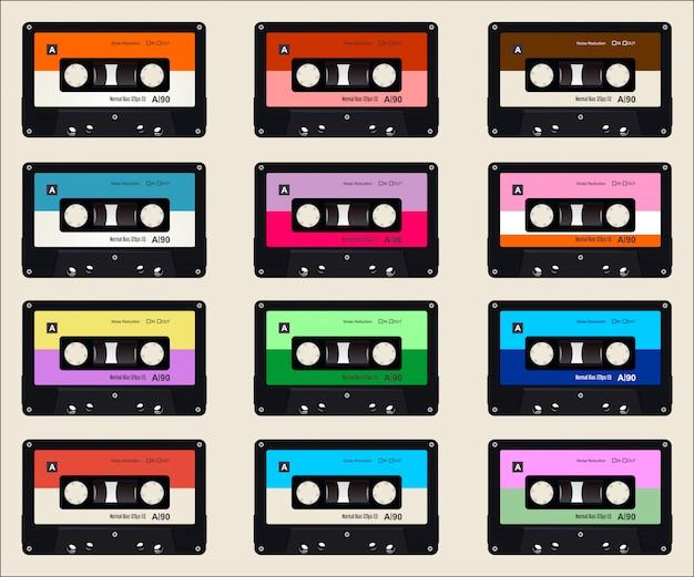 Patrón con viejos casetes de audio de colores de fondo