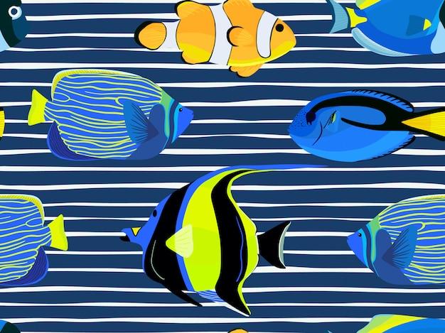 Peces bajo el agua con patrón de rayas