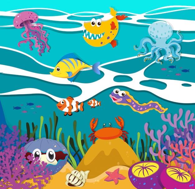 Peces y animales marinos bajo el océano.