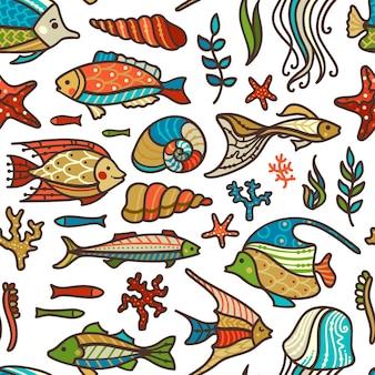 Peces de colores, plantas marinas y algas, conchas y estrellas de mar sobre fondo blanco.