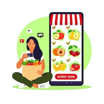 Pedido de comida en línea. entrega de comestibles. mujer compra en una tienda de aplicaciones online