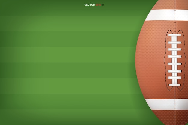 Pelota de fútbol americano con fondo de campo verde
