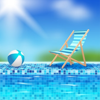 Pelota y silla junto a la piscina