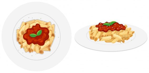 Penne pasta con salsa de tomate