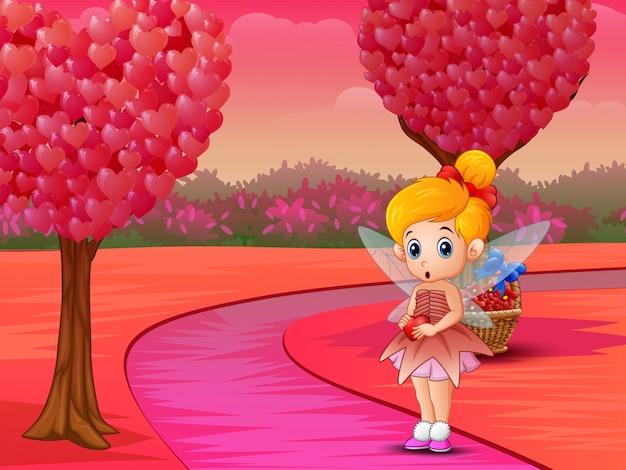 Pequeña hada linda del amor que sostiene un corazón en tonos rosados