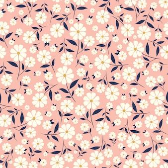 Pequeñas flores lindas de patrones sin fisuras