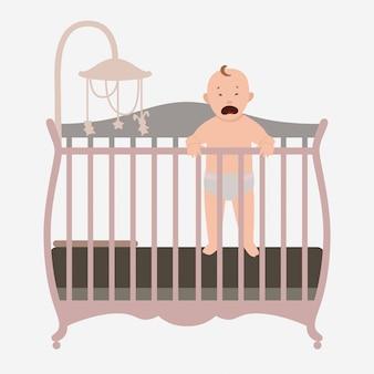 Pequeño bebé llorando en la cama.