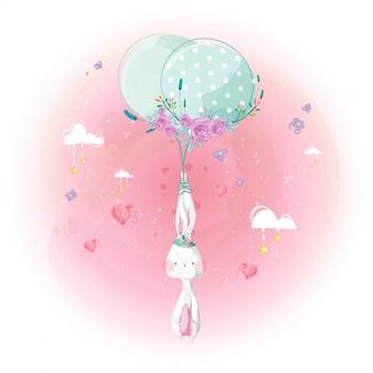 Pequeño conejo lindo y globo en el cielo brillante.