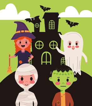Pequeño grupo de niños con personajes de disfraces de halloween en casa embrujada