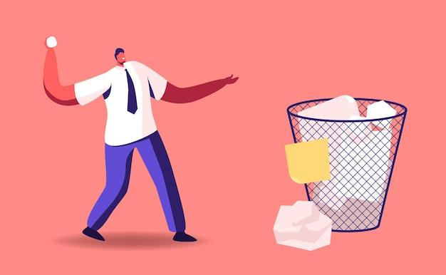 Pequeño hombre de negocios personaje masculino lanzando una bola de papel arrugada en una papelera enorme