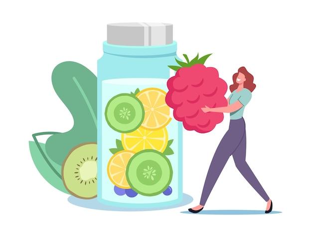 Pequeño personaje femenino pone frambuesa enorme en una botella de vidrio con infusión de agua, limonada o jugo con rodajas de frutas