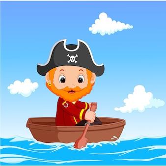 Pequeño pirata de dibujos animados estaba surfeando el océano