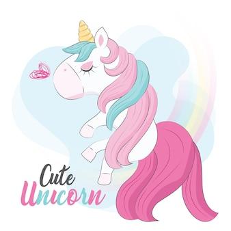 Pequeño unicornio volando entre el arco iris