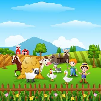 Pequeños granjeros de dibujos animados con animales en la granja
