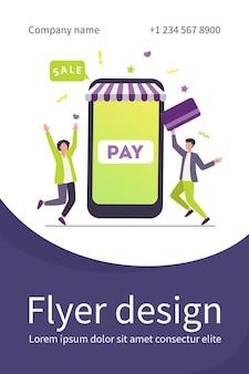Pequeños jóvenes que pagan con tarjeta de plástico a través de una aplicación móvil
