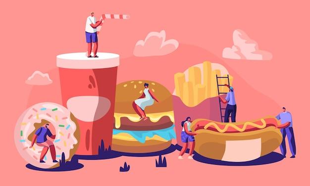 Pequeños personajes masculinos y femeninos que interactúan con fastfood. hamburguesa enorme, perrito caliente con mostaza, papas fritas, rosquilla, refresco.