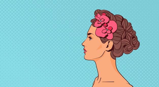 Perfil de mujer hermosa vista elegante atractivo femenino sobre fondo retro pop art con copyspace