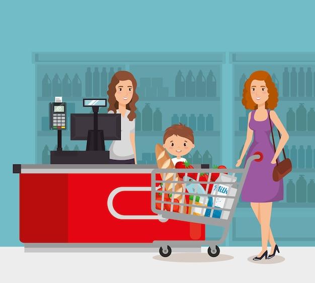 Persona en el punto de pago del supermercado