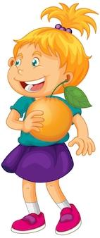 Personaje de dibujos animados de niña feliz sosteniendo una naranja