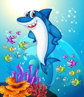 Personaje de dibujos animados de tiburón feliz en la escena submarina con muchos peces exóticos