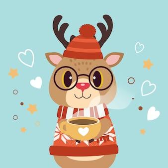 El personaje de lindo ciervo usa un sombrero de invierno y gafas y sostiene una taza