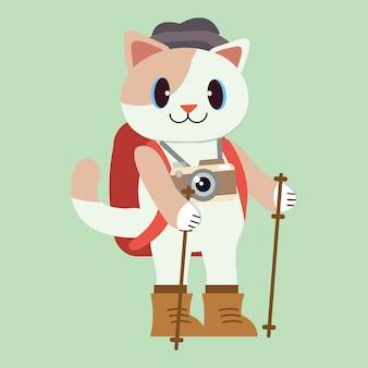 El personaje del lindo gato usa traje de senderismo para un viaje al bosque.