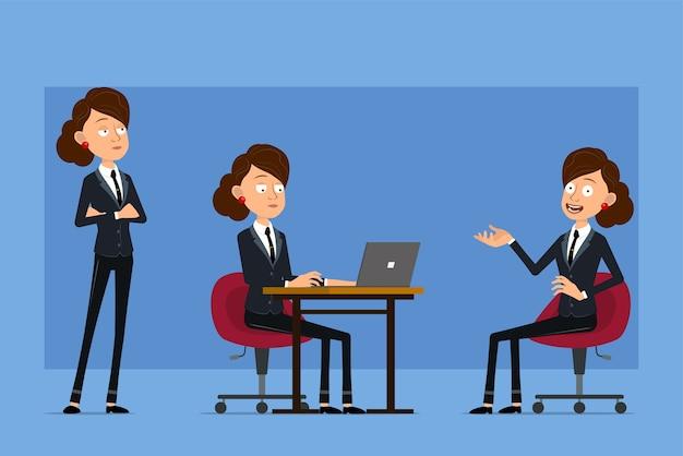 Personaje de mujer de negocios plano divertido de dibujos animados en traje negro con corbata negra. chica posando, trabajando en la computadora portátil y descansando en una silla.