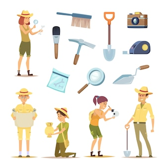 Personajes arqueólogos y diversos artefactos históricos.
