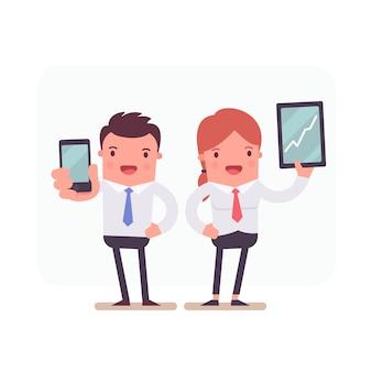 Personajes de negocios sujetando un smartphone y una tableta