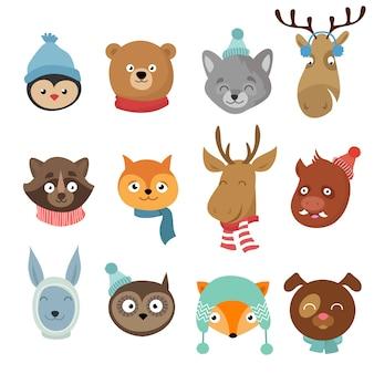 Personajes de dibujos animados de animales felices de navidad de invierno. cabezas de animales con pañuelo y sombreros conjunto de vectores