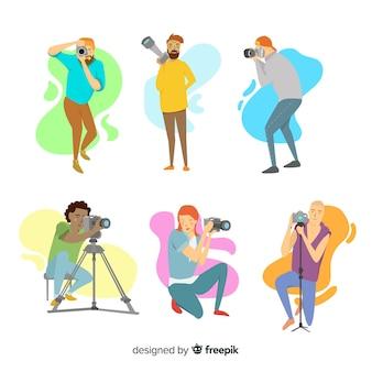 Personajes de diseño plano fotógrafos en el trabajo