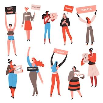 Personajes femeninos con letreros y lemas protestando, aísla a las mujeres protestando manifestantes que defienden la igualdad de derechos para los géneros. actividad de hermandad, vector de damas motivadas en plano