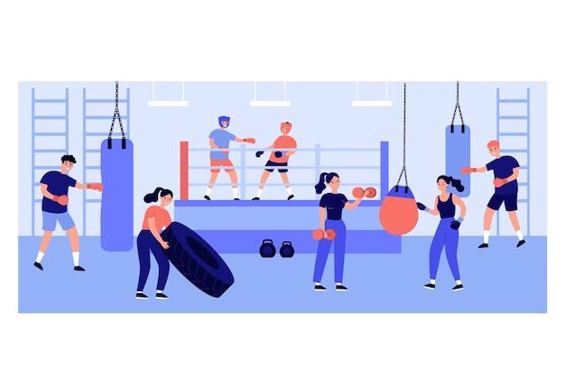 Personas activas haciendo ejercicio en el club de lucha
