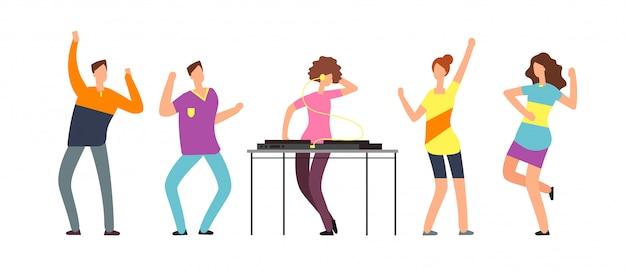 Las personas adultas bailan.