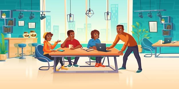 Las personas en el área de coworking piensan en una idea de negocio o desarrollan un proyecto de arte.