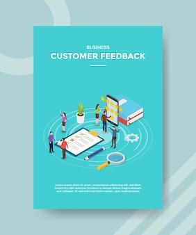 Las personas de comentarios de los clientes dan la aplicación de rango de tarifas en el teléfono inteligente para la plantilla de folleto