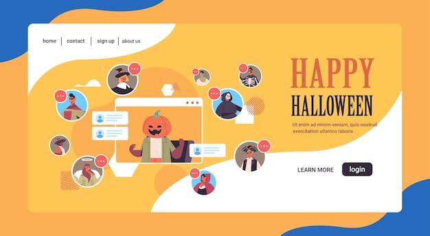 Personas en diferentes disfraces discutiendo durante la videollamada celebración de la fiesta de halloween feliz autoaislamiento concepto de comunicación en línea espacio de copia horizontal ilustración vectorial