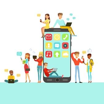 Personas con diferentes gadgets modernos que usan redes sociales alrededor de personajes de dibujos animados de teléfonos inteligentes gigantes