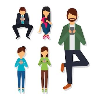 Personas en diferentes poses usando teléfono móvil