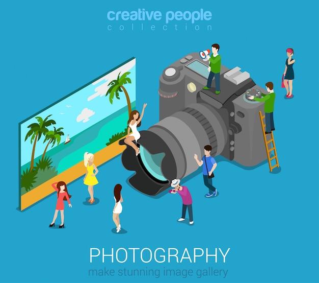 Personas en la gran cámara de fotos con ilustración vectorial. concepto isométrico de la sesión de fotografía.