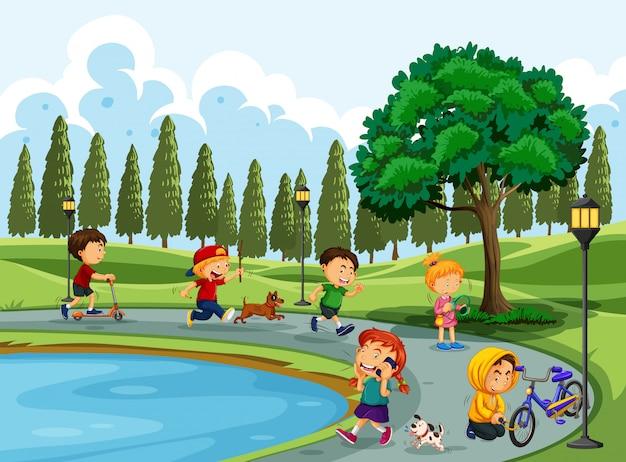 Personas haciendo actividad en el parque.