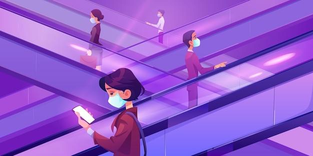 Personas con máscaras médicas en escaleras mecánicas en el centro comercial